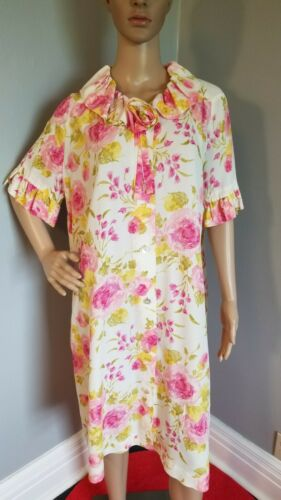 50s Loungees Housecoat in muted roses - L