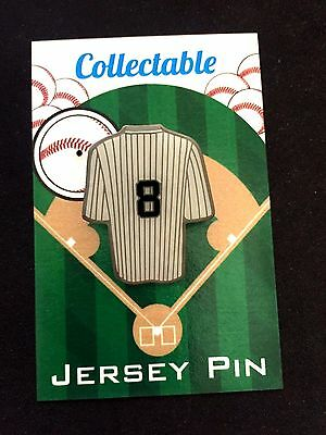 Weitere Ballsportarten New York Yankees Yogi Berra Revers Pin-classic Collectable-new Hochglanz Finish Wir Nehmen Kunden Als Unsere GöTter Fanartikel