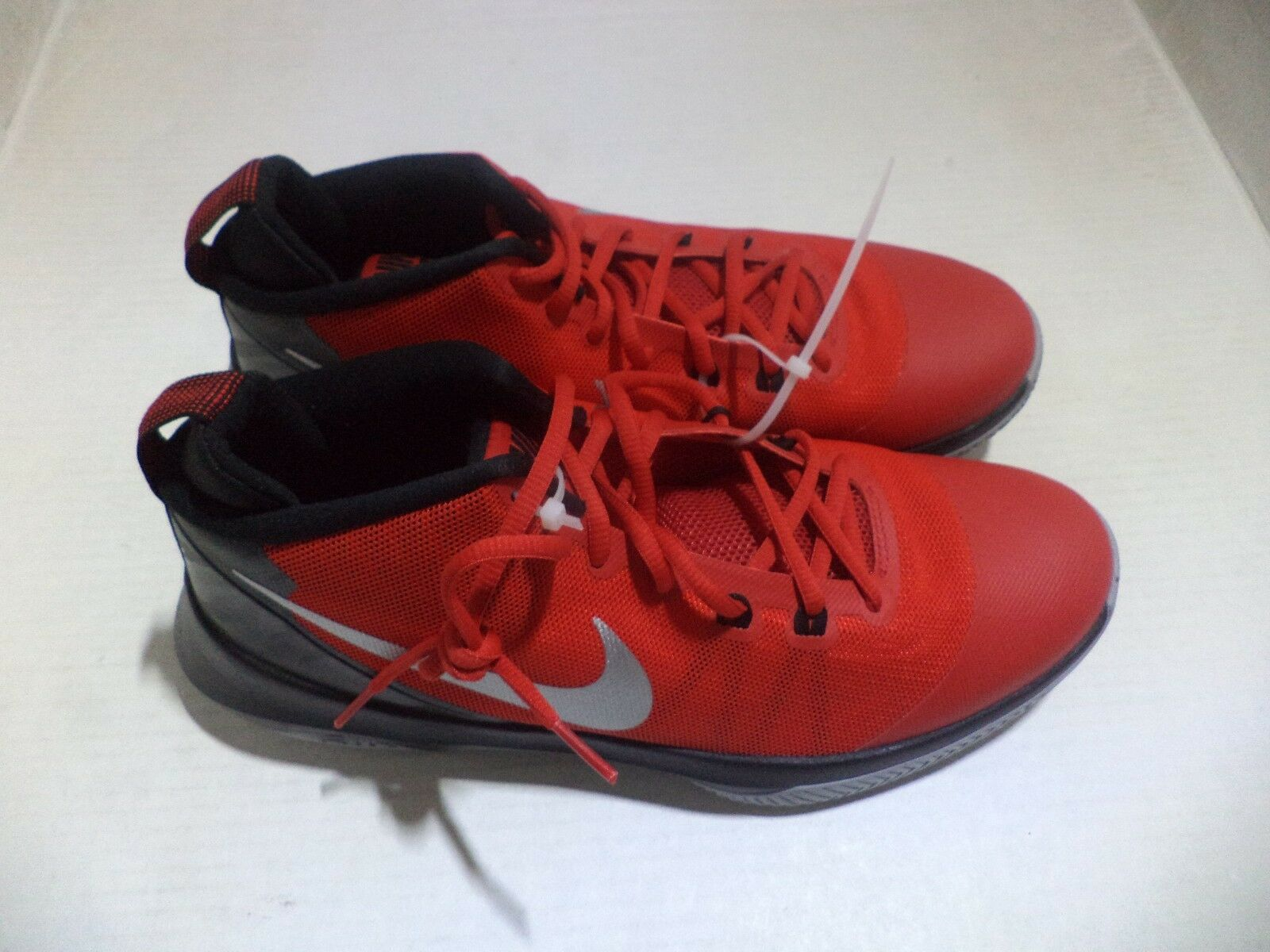 NIKE Men's Air Versitile Nbk Basketball-Shoes Size 11 Colors Black White Univers