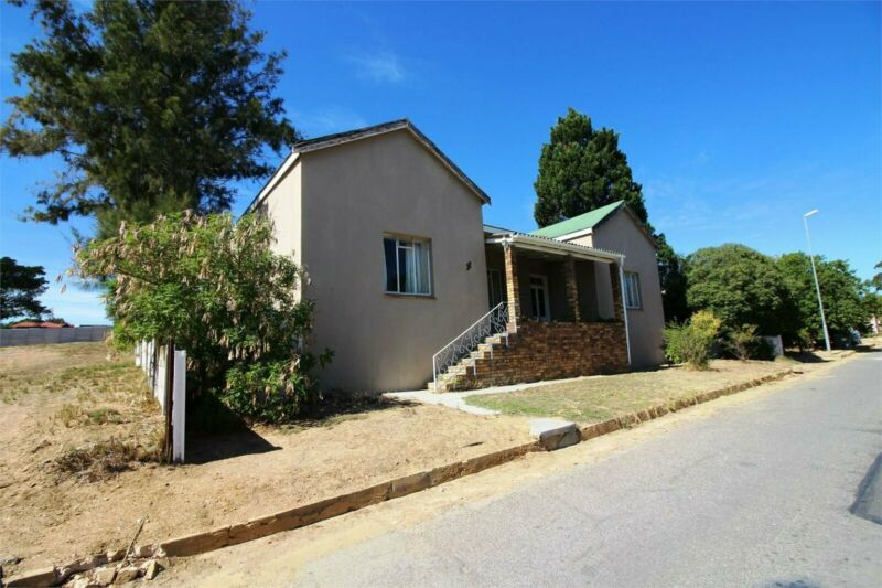4 Bedroom house in Hopefield For Sale