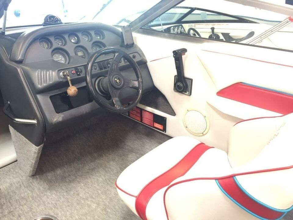 Sea Ray 220 Sun Runner m/ Mercruiser 5.7 EFI, Motorbåd, årg.