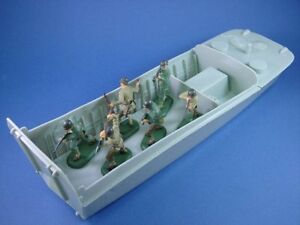 BRITAINS-SUPER-DEETAIL-WWII-US-Army-Infantry-D-Day-Higgins-Boat-Set-FREE-SHIP