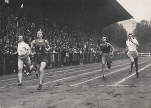 SPORT-ATHLETISME-Mlle-TOULOUSE-STADE-JEAN-BOUIN-1942-PHOTO-TRAMPUS
