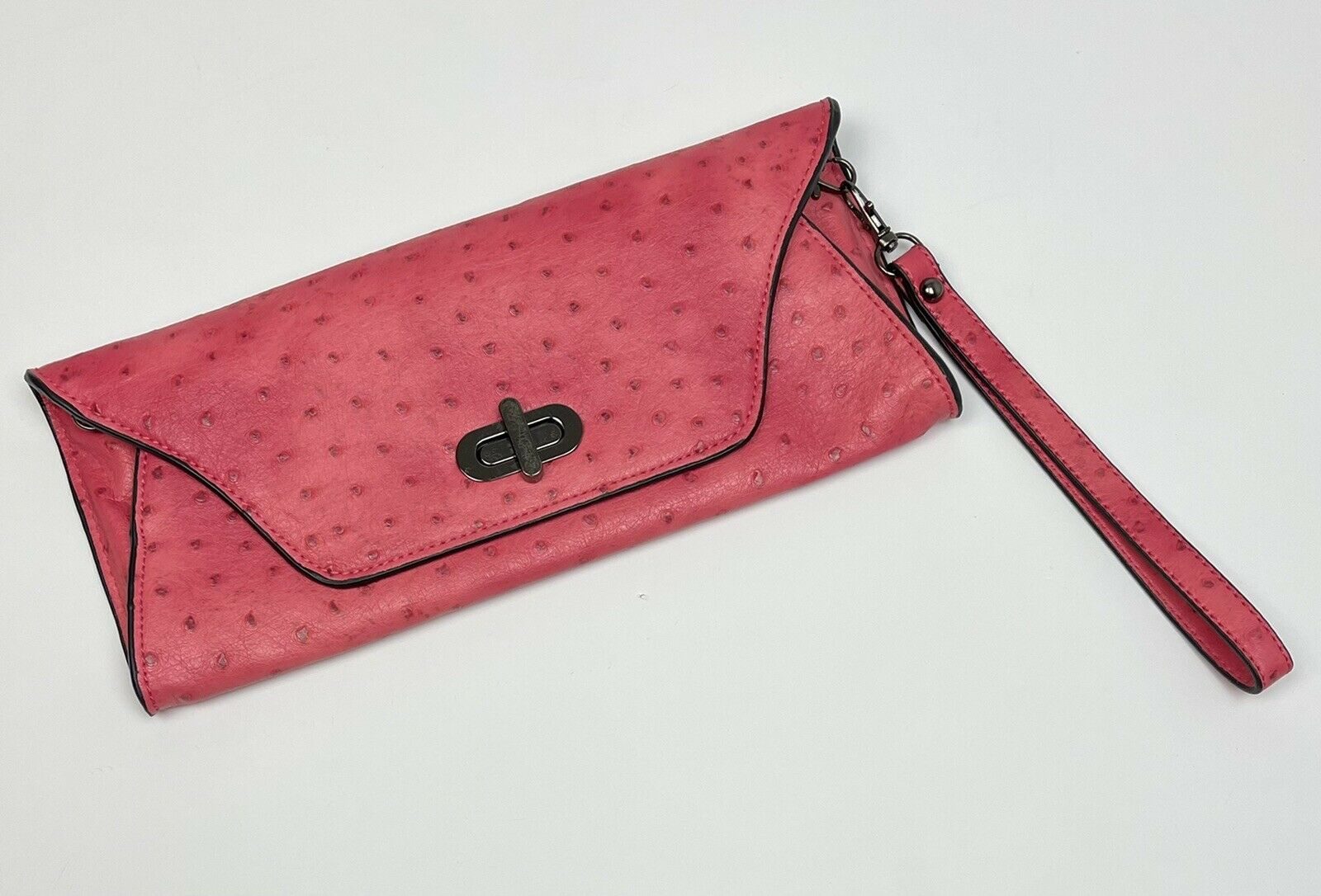 SYDNEY LOVE pink ostrich stamped LEATHER envelope CLUTCH handbag w/ chain EUC