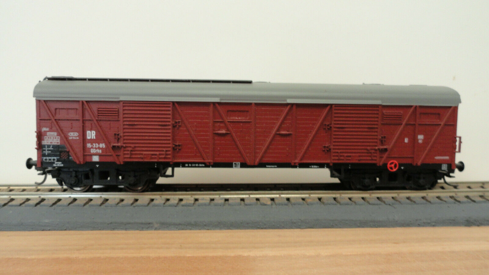 Piko HO J054 DR GGrhs double door freight wagon w  Kadee & RP25. No original box