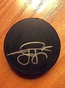 Tuomo-Ruutu-Autographed-Hockey-Puck-New-Jersey-Devils