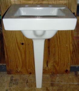 Vintage-1966-White-American-Standard-Bathroom-Pegleg-Pedestal-Sink