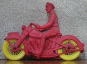 Auburn-Rubber-police-red-motorcycle-toy-vintage