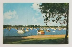 Postcard-Corinthian-Yacht-Club-Chicago-Illinois-North-End-Montrose-Harbor-Boats