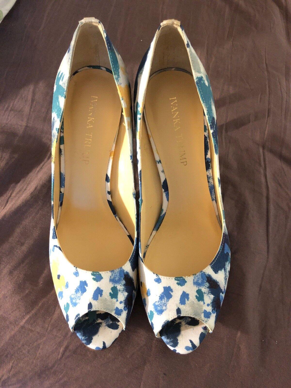 NEU Ivanka Trump Peep Toe Floral Blau Yellow Multi Cleo Pump Heels Gre 8.5 :)