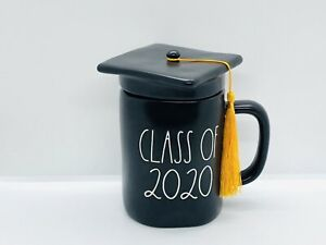 Rae-Dunn-By-Magenta-Graduate-CLASS-OF-2020-Matte-Black-Mug-With-Cap-Hat-Topper