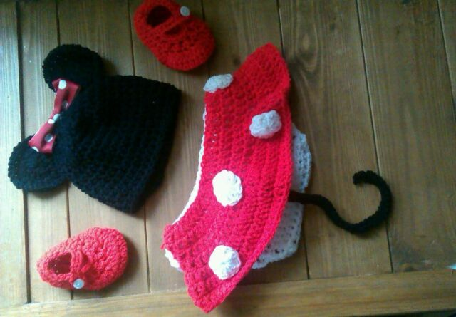 crochet baby minnie / mickey mouse nappy cover hat and shoes photo props 0-3