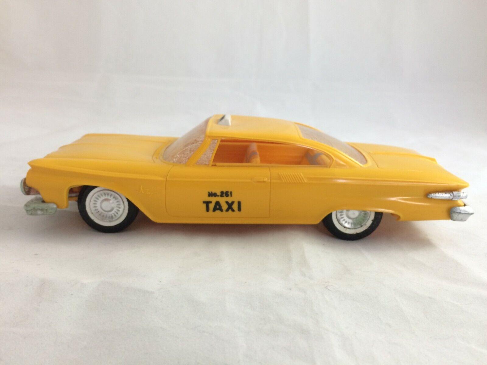 Taxi Cab 1961 Plymouth giallo jo-han Plástico