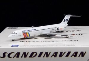 IFDC940518-1-200-SAS-DC-9-41-Oy-Kgo-Holte-Viking-avec-Stand-Ronni-en