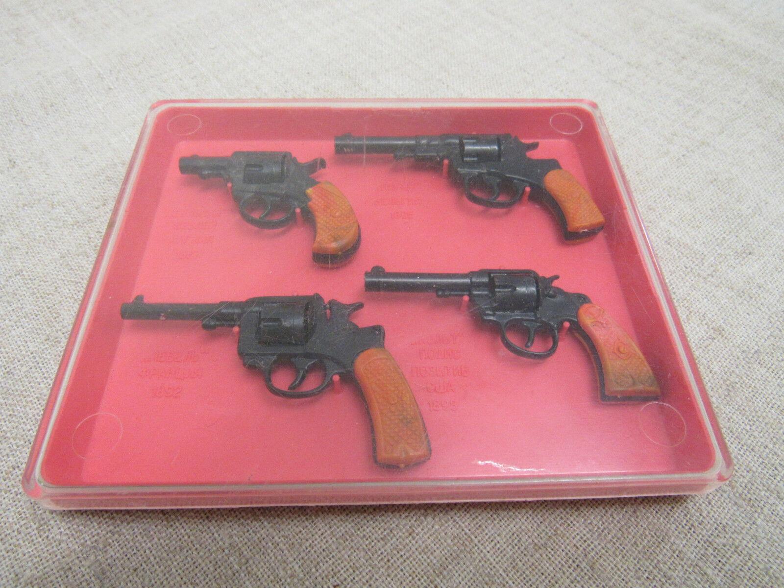 Vintage Juego Juguete Soviética miniaturas revólveres (4 piezas). período de 1970th.