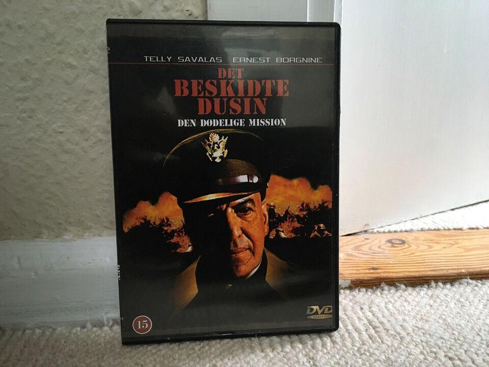 DET BESKIDTE DUSIN- DEN DØDELIGE MISSION, instruktør LEE