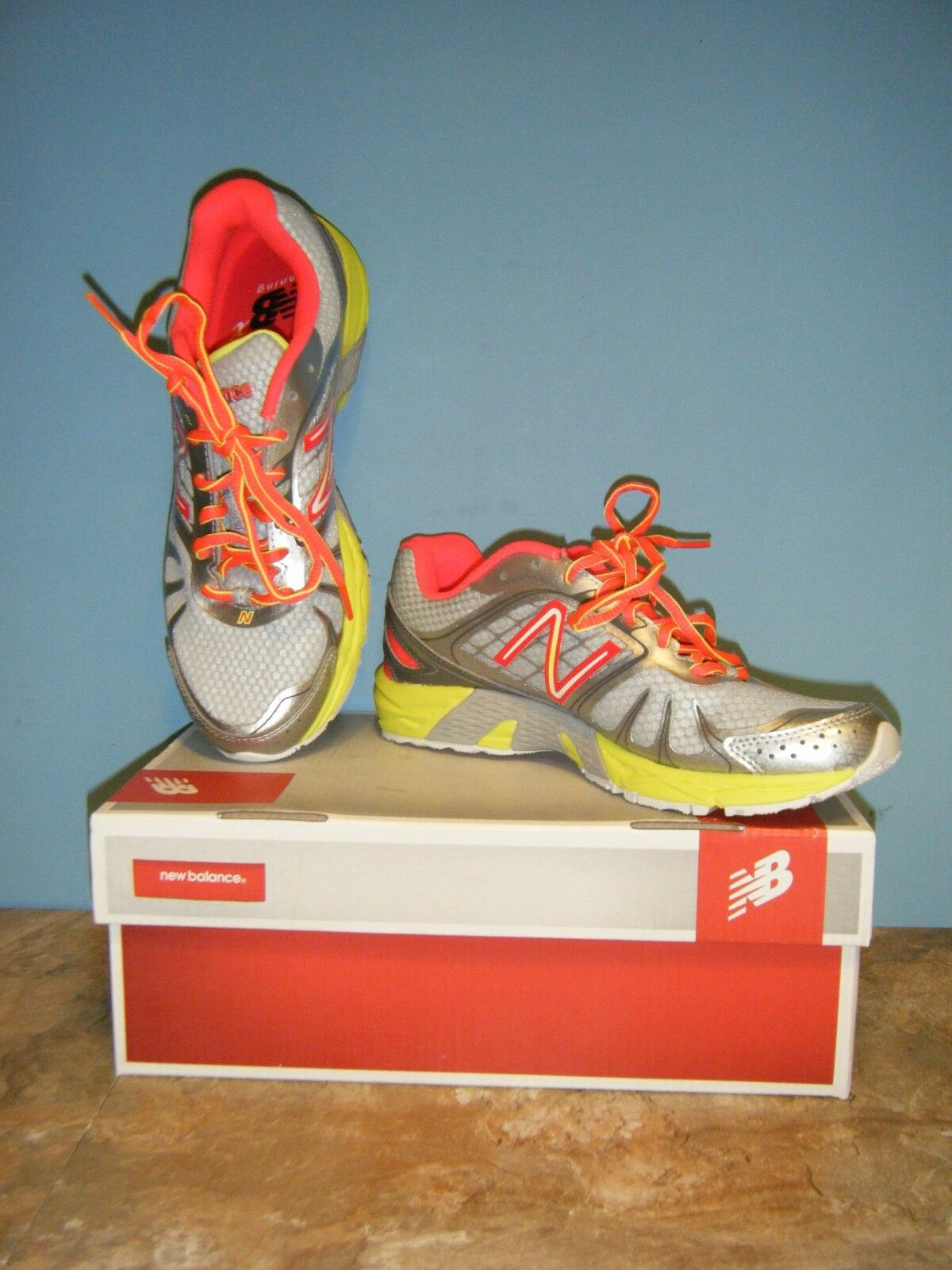 WOMAN'S NEW BALANCE RUNNING COURSE W770SY4 SIZES 7M NEW
