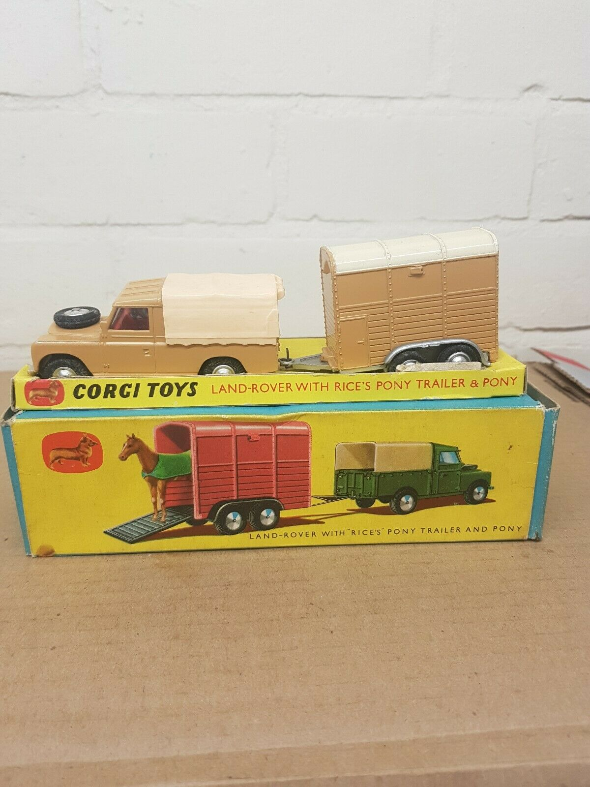 CORGI GeschenkSET NO 2 LAND-ROVER WITH  RICES  PONY TRAILER AND PONY