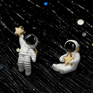 Cute-Asymmetrical-Space-Astronaut-Stud-Earrings-For-Women-Fashion-Jewelry-Gifts