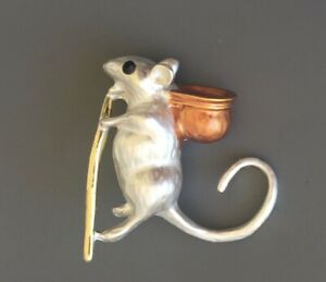 Adorable-mouse-Brooch-pin-in-enamel-on-metal