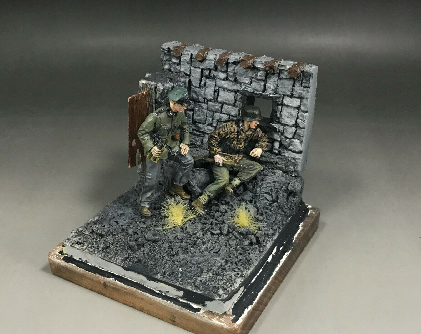 1 35 Built and Painted Resin WWII Figure Diorama Base A for Figure Model