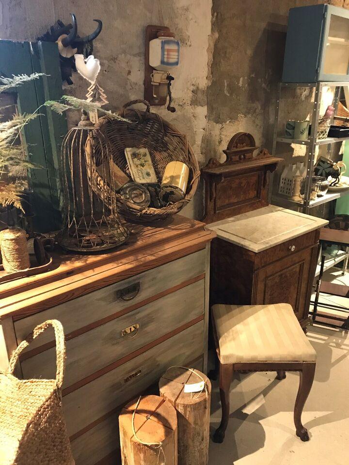 Gamle. møbler , 100 år gl.
