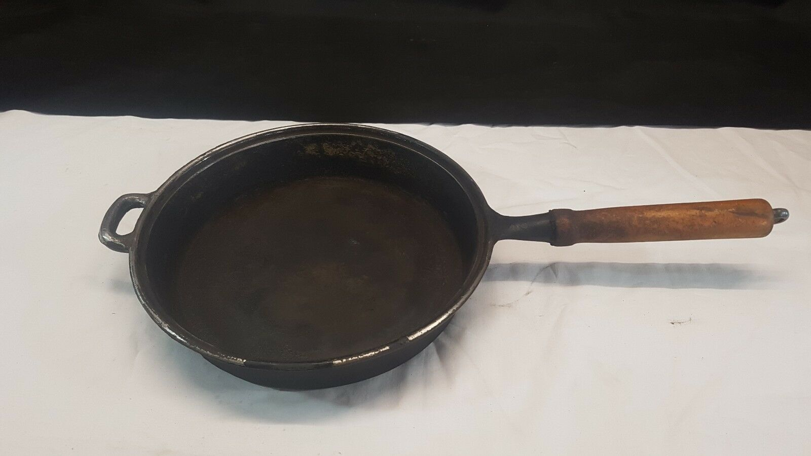 10 Inch Cast Iron Frying Pan Skellet with Wood Handle