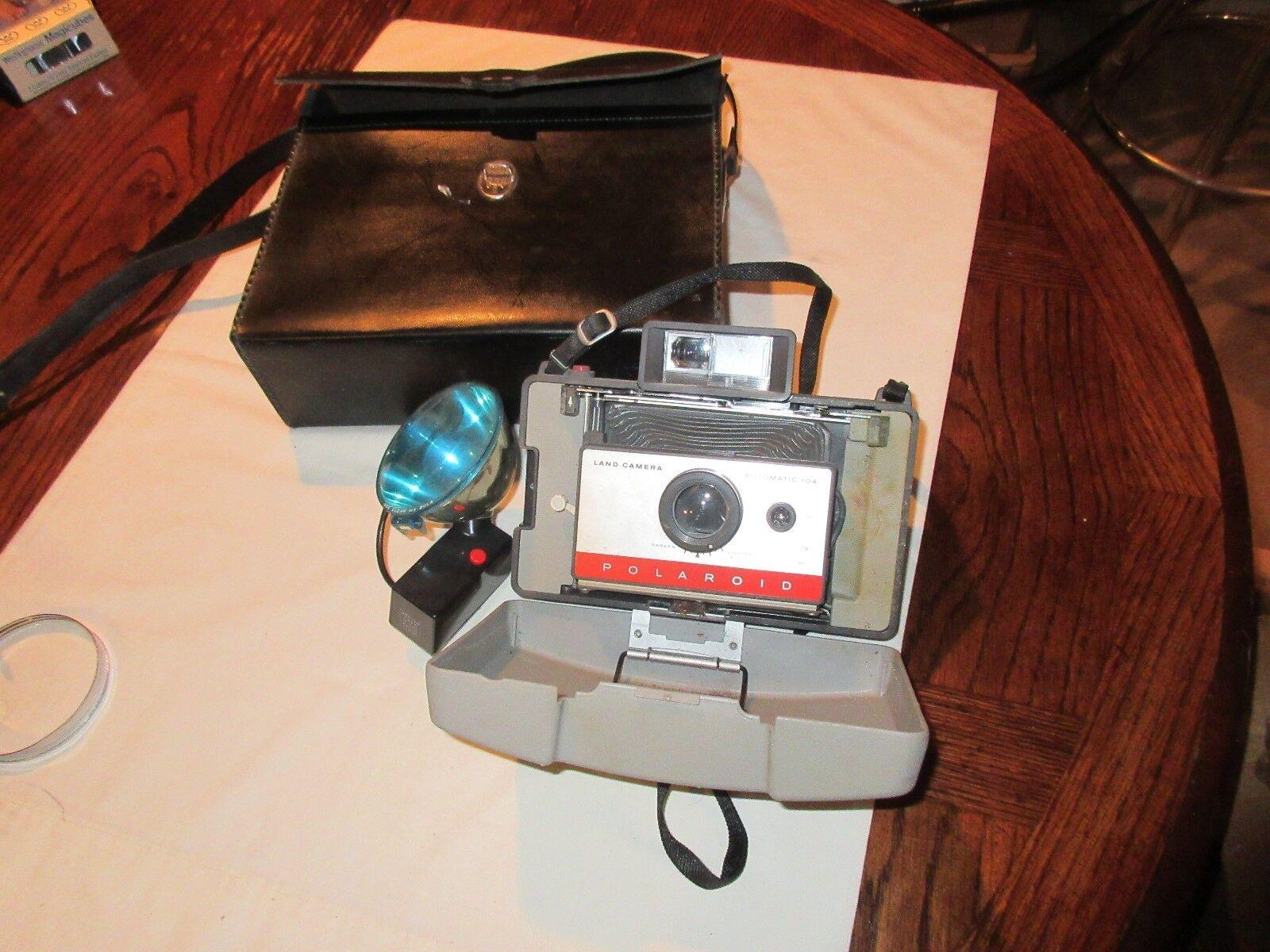 Polaroid , 220 ,Land Camera , Automatic 104 , Vintage