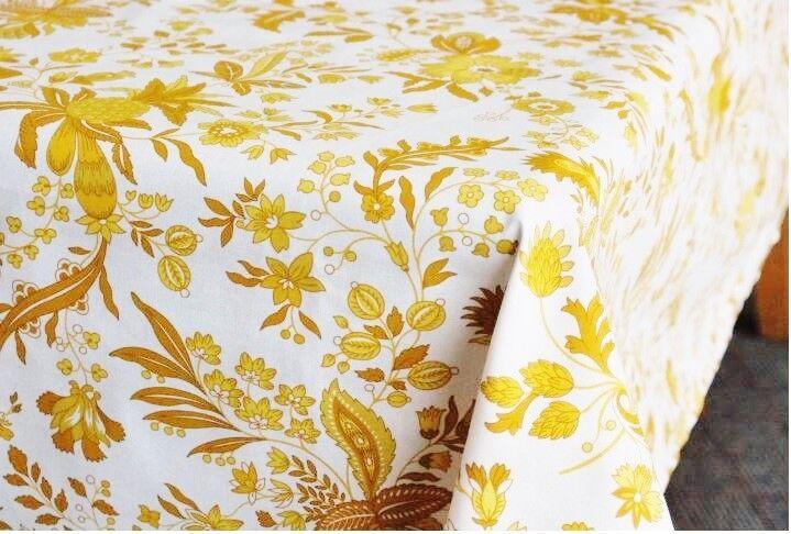LE CLUNY, VERSAILLES Jaune enduit coton French Provence Nappe, 60  X 84
