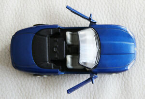 JAGUAR-XK8-Blue-Convertible-NewRay-1-32-Scale-1999-Collection