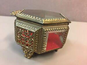 Vintage-Gold-Filigree-Beveled-Glass-Hinged-Ormolu-Jewelry-Trinket-Casket-Box