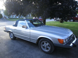1982 Silver Mercedes 380 SL convertible with hard top
