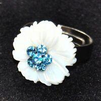 Bague fantaisie plaqué argent fleur de nacre blanche cristal bleu T 54 à 60 ring