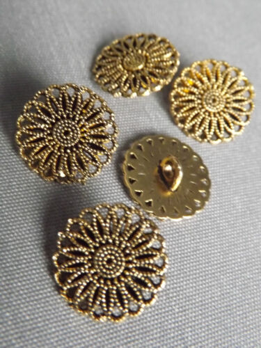 Antique Metal Carved Pattern Design Sewing Buttons Crafts Classic /& Simple