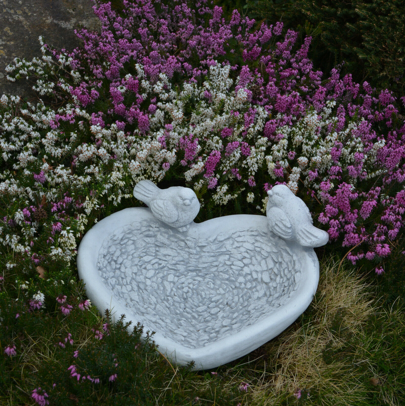 Massive piedra personaje pocillo corazón con pájaros pajaro bebedor de piedra fundición frostfes