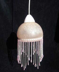 Luminaire-suspension-en-verre-et-perles