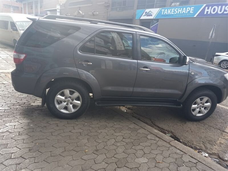 Toyota Fortuner 2.4 GD-6 4x4 AT, Grey with 97000km, for sale!