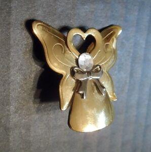 Jane-Angel-Brooch-Pin-1-5-034-Vintage-Angels-of-Love-Heart-Engraved-Signed-AOL