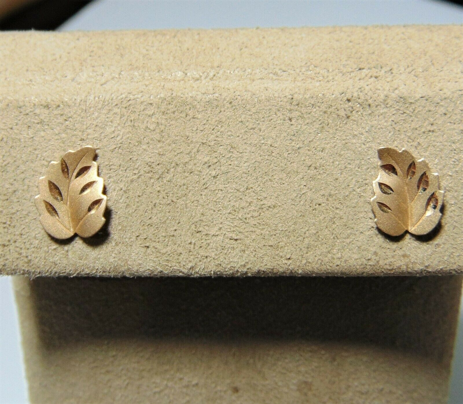 14K yellow gold Detailed leaf Stud Earrings with Diamond Cut Accents G-65-O
