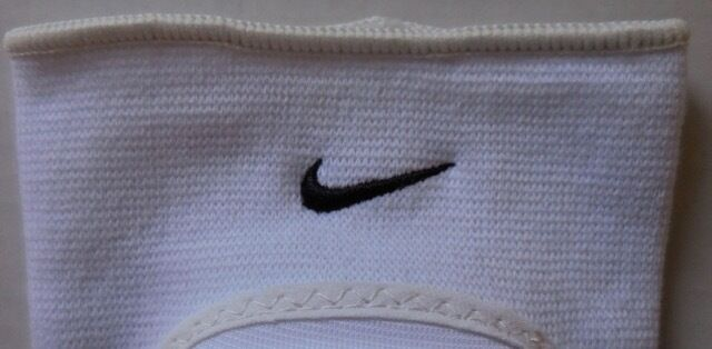 Nike Unisexe Adulte Volley-Ball 1 Bull Genouillère 1 Volley-Ball Paire S/M Blanc/Noir Neuf cf1f37