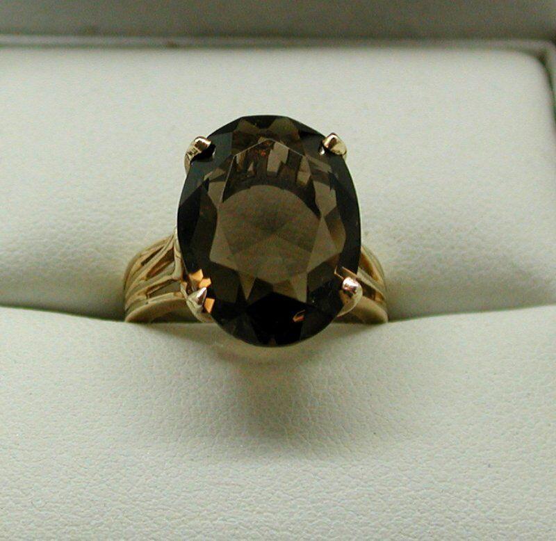 Beautiful Vintage heavy 10 Carat gold Large Smokey Quartz Dress Ring Size L.1 2