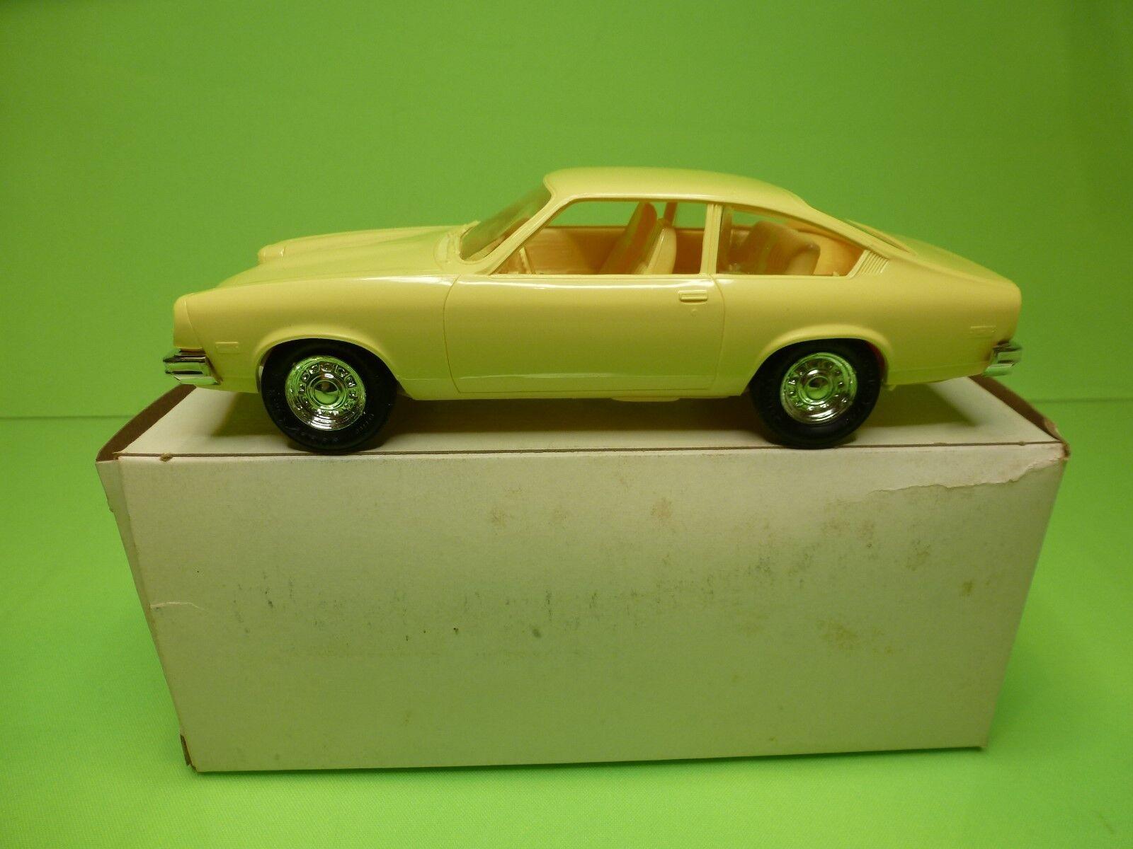 MPC  1 25  PROMO - CHEVROLET VEGA 1975  BRIGHT YELLOW  - GOOD CONDITION IN BOX