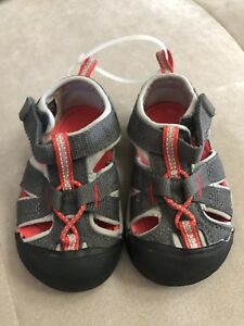 Boy-039-s-Keen-Shoes-Sandals-Size-5-Red-Gray-Flexible-Soft-Worn-Once
