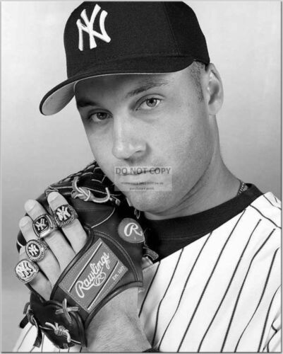 DEREK JETER DISPLAYING RINGS NEW YORK YANKEES SHORTSTOP 8X10 PHOTO CC566