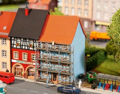 Faller 232331 Stadthaus mit Malergerüst