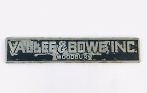 Dealer-promotional-NAMETAG-BADGE-EMBLEM-VALLEE-amp-BOWE-WOODBURY-N-J