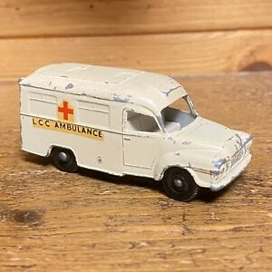 MATCHBOX-Lesney-14-Bianco-Lomas-Ambulanza-originale-vintage