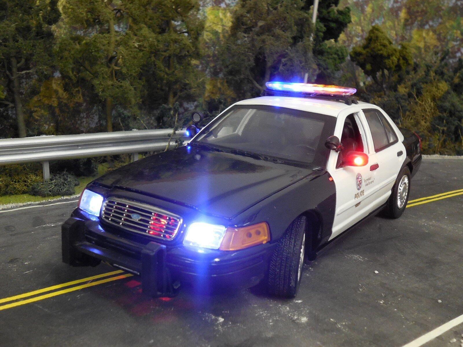 1 18 LAPD Crown Victoria Police Diecast Model w  Flashing LED Lightbar & Siren