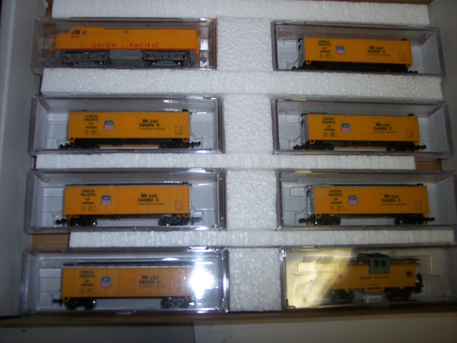 N SCALE UNION PACIFIC TRAIN SET  F2 LOCO W  6 BOX CARS & UP CABOOSE 2011-19