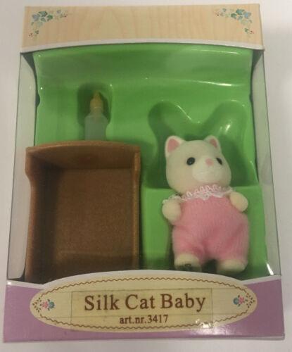 Sylvanian Families 3417 soie chats bébé Zoe avec petit lit et flacon NEUF